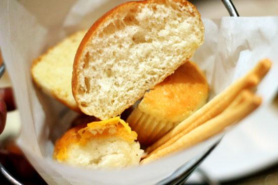 capriccio-grill-memphis-bread
